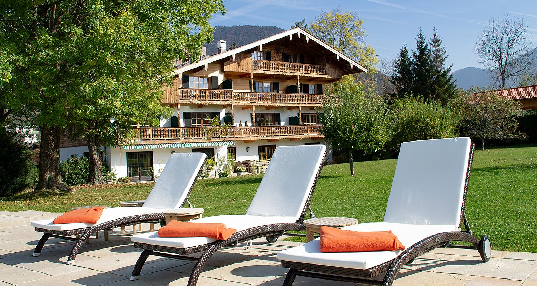Hotel Rückseite, Garten und Pool